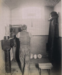 Photo - Prisoner turning the crank at Wormwood Scrubs