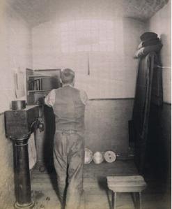 Photo - Prisoner turning the crank at Wormwood Scrubs
